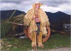 Etnografia em imagens: A Croça e a Capa de Burel usadas em Trás-os-Montes