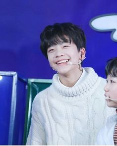 圖像裡可能有2 個人、小孩 I Still Love Him, Love You Dad, Cute Boys, My Boys, Asian Boy Band, Pre Debut, Hyungwon, Asian Boys, K Idols