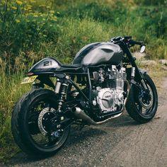 underinvestigation — overboldmotorco:   Jamie's Yamaha XJR1300 | See /...