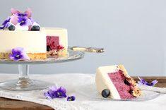 pikku murusia: Mustikka-kardemummajuustokakku Vanilla Cake, Panna Cotta, Baking, Ethnic Recipes, Desserts, Food, Tailgate Desserts, Dulce De Leche, Deserts