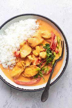 Thai Chicken Curry with Coconut Milk | Creme De La Crumb Thai Curry Recipes, Thai Chicken Recipes, Chicken Meals, Healthy Chicken, Coconut Milk Chicken, Coconut Milk Curry, Indian Food Recipes, Asian Recipes, Pollo Thai