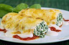 Postup je velmi jednoduchý: Cibuli a česnek nakrájíme najemno, sýr na kostičky. Česnek a cibuli opečeme na oleji dozlatova, přidáme špenát a necháme zavadnout. Smícháme se sýrem a rozmixujeme dohla...