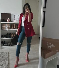 But different colored heels Casual Work Outfits, Business Casual Outfits, Professional Outfits, Classy Outfits, Stylish Outfits, Winter Fashion Outfits, Look Fashion, Fall Outfits, Look Blazer