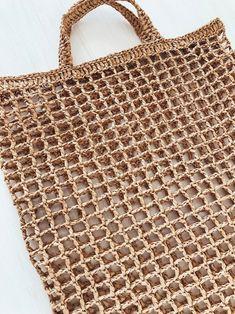 Strohtasche Raffia-Back Boho Raffia Bag Beach Raffia Bag Summer Tote Bags, Summer Handbags, Purses And Handbags, Crochet Market Bag, Net Bag, Plastic Bag Crochet, String Bag, Beach Accessories, Basket Bag
