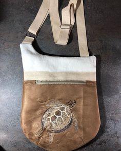 Lafabrika Did sur Instagram: Encore un sac @patrons_sacotin. Le plus grand modèle des Be. #patronsacôtin #sacbandouliere #faitmain #couture #homemade #lafabrikadid21