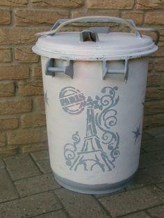 zauberhafte alte  Mülltonne von MajaSt auf DaWanda.com