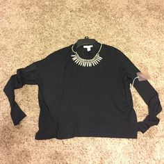 Loose long sleeve crop top Nwt black loose stretchy semi cropped top. Size L but can fit a Large. Material is light not thick, perfect with shorts. Necklace not included! Forever 21 Tops Crop Tops