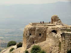 Nimrod's Fortress, Golan Heights I visited here when I was a peacekeeper Palestine, Places To Travel, Places To Visit, Israel Travel, Promised Land, Holy Land, Archaeology, Middle East, Monument Valley