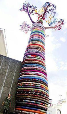 African tree art - that's some impressive yarn bombing! Land Art, African Tree, Street Art, Color Street, Instalation Art, Urbane Kunst, Tree Sculpture, Art Sculptures, Art Installations