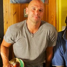 Kenny Chesney Seeks Healing in 'Spread the Love' � Premiere Benefiting Boston Marathon bombing victims