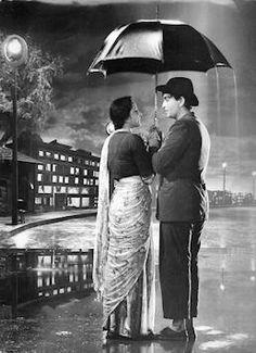 """Nargis and Raj Kapoor in Shree 420 Song: """"Pyar Hua Ikrar Hua. Hindi Bollywood Movies, Bollywood Funny, Bollywood Posters, Bollywood Cinema, Bollywood Party, Bollywood Photos, Vintage Bollywood, Hindi Movies, Bollywood Actors"""