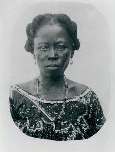 Chausiku Nyembo Malilo née en 1892 dans la localité du Kasongo / province du Maniema (Kivu) en République démocratique du Congo. Originaire des Hembas / Lubas. Elle a été la femme africaine d'Auguste Adam. Sauvée par Auguste de l'esclavagisme arabe au Congo, Malilo est devenue la mère d'Hélène Adam.