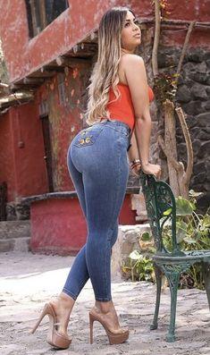 Curvy Fashion, Girl Fashion, Womens Fashion, Stylish Dresses, Sexy Dresses, Pernas Sexy, Sexy Jeans, College Fashion, Girls Jeans