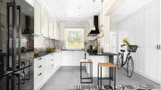 Piękna kuchnia: wnętrza w klasycznym stylu - Galeria - Dobrzemieszkaj.pl Interior Styling, Interior Design, Interior Photography, Home Staging, Design Inspiration, Design Ideas, Sweet Home, Kitchen, Table