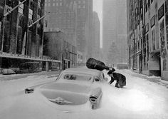 Robert Doisneau: Neige à New York - Maurice Baquet en 1960.