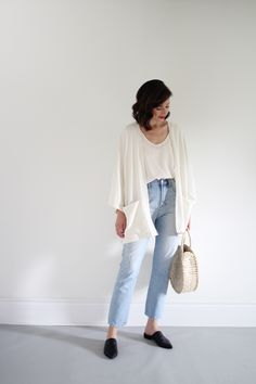 Late Summer/ Summer to Fall / Transitional/ Going to drinks Outfit 2018 Outfit Jeans, Jean Jacket Outfits, Black Mom Jeans Outfit, Light Blue Jeans Outfit, Late Summer Outfits, Winter Outfits, Ripped Jeggings, Ripped Knee Jeans, Spring Summer