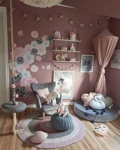 Detská izba nie je len miestom, kde dieťatko spí, hrá a učí sa, je predovšetkým jeho kráľovstvom, v ktorom sa cíti spokojne, šťastne a bezpečne. V kráľovstve s názvom detská izba tiež bývajú všetky obľúbené hračky dieťatka, s ktorými zažíva veselé a krásne chvíle. Detská izba je aj útočiskom, v ktorom sa vaša ratolesť určite rada skrýva, ak vyvedie nejakú neplechu. Skrátka a dobre, detská izbička, ktorá patrí iba vášmu dieťatku, je dôležitým miestom v byte či dome. Room Decor Bedroom, Girls Bedroom, Living Room Decor, Bedroom Ideas, Small Shared Bedroom, Kids Armchair, Crib Sets, Woodland Nursery Decor, Kids Room Design
