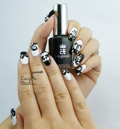 Black & White Dress Inspired Nail Art from Cosmopolitan Blog Awards
