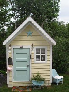 Oh my... LOVE IT! 'needs' a playhouse like this someday. I would have died if I had something like this as a kid.