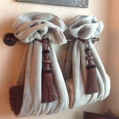 ... towels over towel rack and add towels inside... very clever bathroom