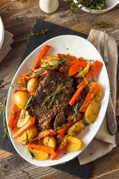 Learn the dos and don'ts of handling leftover pot roast from proper storage to reheating to refrigerator shelf life. Beef Pot Roast, Pot Roast Recipes, Beef Recipes, Honey Recipes, Cooker Recipes, Fall Recipes, Leftover Pot Roast, Tostada Recipes, Roast Dinner