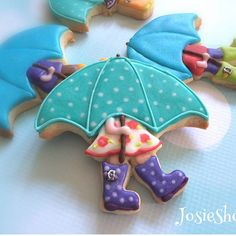 Rainy day here in Frisco #umbrellacookies #kidscookies #royalicingcookies #customcookies #sugarcookies #royalicing #cookiestagram #friscotx #friscocookies Artwork is from Dorkyprints