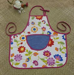 Tablier de cuisine fleuri, avec poche à pois bleu pour enfant, personnalisable…