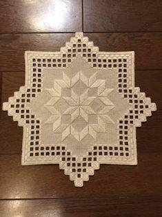 Visualizza dettagli immagine correlata Hardanger Embroidery, Learn Embroidery, Cross Stitch Embroidery, Embroidery Patterns, Hand Embroidery, Cross Stitch Patterns, Drawn Thread, Cross Stitch Needles, Crochet Tablecloth