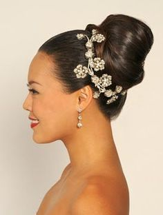 images of african american brides' hairdos African American Women Hairstyles, African American Brides, African Hairstyles, Hairdo Wedding, Elegant Wedding Hair, Short Wedding Hair, Glamorous Wedding, Wedding Attire, Natural Wedding Hairstyles