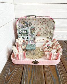 Doll Furniture, Dollhouse Furniture, Kids Furniture, Miniature Crafts, Miniature Dolls, Doll Toys, Barbie Dolls, Mini Mundo, Doll House Crafts