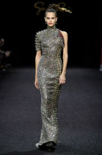 See all the looks from the show Guo Pei, Business Fashion, Fashion News, Red Carpet, Spring Summer, Formal Dresses, Outfits, Oscars, Shape