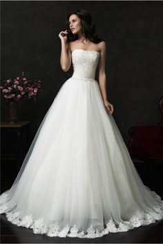 Beautiful Ball Gown Strapless V Back Tulle Lace Wedding Dress