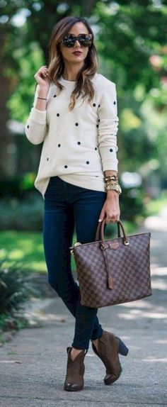 Adorable Spring Outfits Ideas To Wear To Work 26