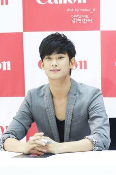 Kim Soo Hyun at Canon Fan Sign