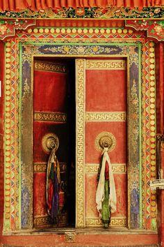 ^ Lamayuru Monastery, Ladakh, Jammu and Kashmir, India