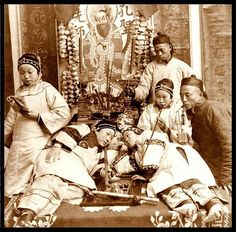 GIRLS WITH BOUND FEET in an OPIUM DEN in CANTON - OLD CHINA