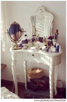 I want a make-up vanity.