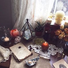 Arts and crafts Ideas Tree - Arts and crafts Ideas For Decoration - Arts and crafts Room Ideas - Autel Wiccan, Wicca Altar, Witchcraft, Art And Craft Videos, Witch Aesthetic, Arts And Crafts Movement, Book Of Shadows, My New Room, Diy Home
