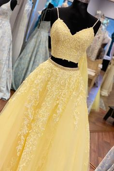 Elegant Straps Two Piece Yellow Long Lace Prom Dress - yellow prom dress in two piece, long prom dress 2020 Source by dreamdressyoffical - Prom Dresses Two Piece, Pretty Prom Dresses, Prom Dresses For Teens, Prom Dresses Long With Sleeves, Prom Outfits, Sweet 16 Dresses, Black Prom Dresses, Dress Prom, Yellow Formal Dress