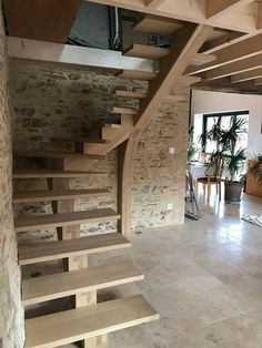 Escalier limon central par loccabruno - Emma Home Space Saving Staircase, Small Staircase, Modern Stair Railing, Loft Staircase, Tiny House Stairs, Modern Stairs, Staircase Design, Grand Staircase, Loft Conversion Stairs