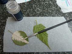 Art Clay Silver Paste , creating a natural leaf - Per creare una foglia realistica su spennella una foglia con il metal clay in crema