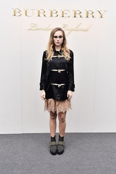Suki Waterhouse wearing Burberry at the Burberry AW16 show in London