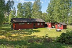 A nice holiday home near nature and a lake with beach https://www.swedenestates.com/realestate/MDEwN3wwMDAwMDExMzI0Nnw1OA #CottageForSale #Västervik, #Kalmar, #Sweden