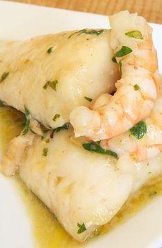 Filetes de Pescada com molho de Camarão Fish Recipes, Vegan Recipes, Cooking Recipes, Healthy Cooking, Healthy Eating, My Favorite Food, Favorite Recipes, Good Food, Yummy Food