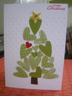 Cartão de Natal Feito com Corações Formato de Árvore