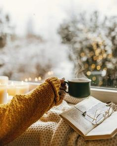 Cozy Aesthetic, Aesthetic Photo, Coffee Photography, Autumn Photography, Rain Wallpapers, Wedding Nails For Bride, Autumn Cozy, Cosy Winter, Christmas Aesthetic