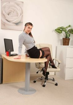 Nylon Stockings, Office Fashion, Woman Crush, Secretary, Ladies Fashion, Womens Fashion, Gentleman, Sexy Women, Beautiful Women