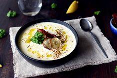 Kremet jordskokksuppe med trøffelchips og sprøstekt spekeskinke Hummus, Ethnic Recipes, Food, Meals, Yemek, Eten