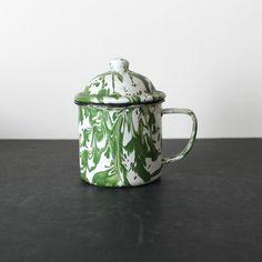 Vintage Green Enamelware Mottled Splatter Covered Mug Vintage Enamelware, Vintage Tins, Vintage Shops, Vintage Green, Granite, Dinnerware, Tea Pots, Red And White, Chrome
