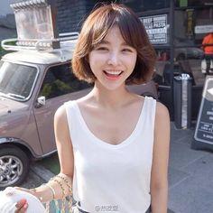 Asian Short Hair, Girl Short Hair, Medium Hair Styles, Curly Hair Styles, Girl Couple, Love Hair, Hairstyles Haircuts, Korean Beauty, Ulzzang Girl